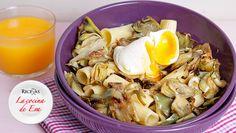Pasta con alcachofas y huevo escalfado
