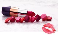 Tren musim ini berkisar seputar warna bibir. Nuansa musim panas yang keras akan melembut untuk musim gugur. Dari bibir berwarna muda, berubah menjadi warna yang berani – warna berry – untuk musim ini, biarkan bibirmu yang bicara.