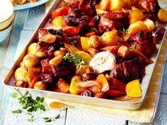 Ob Kartoffel-Lachs-Gratin oder Hähnchen-Chorizo-Platte, bei diesen Rezepten garen alle Zutaten gemeinsam auf einem Blech. Toll für große Runden!