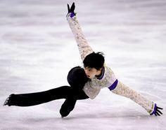 Rap meets poetry in motion: Yuzuru Hanyu breaking his own records on the ice in Barcelona (Nobuhiro Shirai/ The Asahi Shimbun)