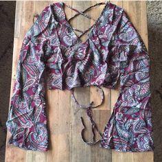 Tobi paisley bell sleeve crop top. NWT. Gorgeous paisley bell sleeve crop top with cross ties in back. Sz small. Tobi Tops Crop Tops