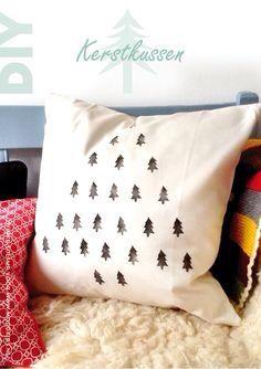 Kerstboom kussen met aardappel stempels
