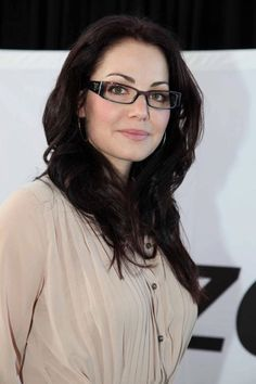 Smallville's Erica Durance looks amazing in her glasses with Crizal No-Glare lenses! Erica Durance, Lois Lane Smallville, Brunette Actresses, Female Movie Stars, Hot Brunette, Beautiful People, Beautiful Women, Sexy Women, Handsome