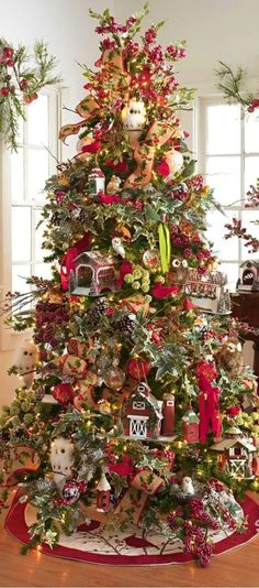 Cristhmas Tree Decorations Ideas : Love the barns and large buildings on this Christmas tree Creative Christmas Trees, Beautiful Christmas Trees, Christmas Tree Themes, Noel Christmas, Holiday Tree, Country Christmas, All Things Christmas, Winter Christmas, Christmas Ornaments