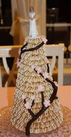 Kransekake (in Norwegian) Wedding Desserts, Wedding Cakes, Norwegian Food, Scandinavian Food, Almond Cakes, Sweet Life, Vegan, No Bake Desserts, Yummy Cakes