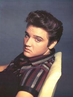 Elvis Aaron Presley (født 8. januar 1935 i Tupelo i Mississippi, død 16. august 1977