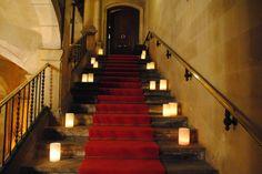 Velas que guían el camino / Candles that guide the way. By Sarova Catering #decoracion #lights #bodas