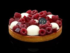 Mascarpone cream and raspberry tart