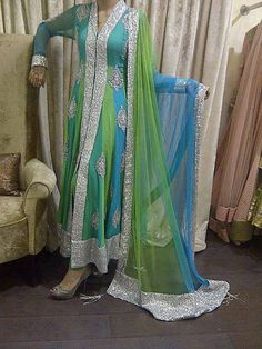 Would look better sleeveless Pakistani Outfits, Indian Outfits, Pakistani Gowns, Indian Attire, Indian Wear, Desi Clothes, Indian Clothes, Beautiful Suit, Kurta Designs Women