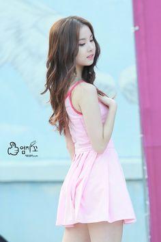 Hot Japanese Girls, Japanese Models, Pretty Asian, Beautiful Asian Women, Fashion Poses, Hot Dress, Ulzzang Girl, Silhouette, Asian Woman