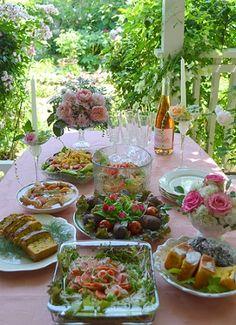 私の自宅にて、「バラの会」定例会及び、持ち寄り頂いての ランチパーティーがありました。  Iさんお手製、ご飯の牛肉巻。バラの花を添えて。  こち...