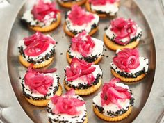 Party Food Themes, Snacks Für Party, Cracker, Eat Smarter, Cheesecake, Food And Drink, Desserts, Buffet, Creative