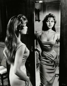 Great neckline for a wiggle dress, Bridget Bardot Brigitte Bardot, Bridget Bardot Hair, Hollywood Glamour, Classic Hollywood, Old Hollywood, Hollywood Fashion, Hollywood Actresses, Timeless Beauty, Classic Beauty