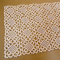Crochet lace pattern table runners 18 new Ideas Lace Table Runners, Crochet Table Runner, Crochet Tablecloth, Doily Patterns, Vintage Patterns, Crochet Patterns, Crochet Squares, Crochet Motif, Mandala Crochet