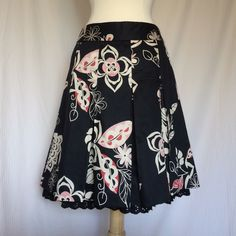 Fun & flirty Loft box pleat cotton skirt. EUC! This is soooo cute! Cotton pleated skirt with petty coat underskirt. Such a cute look! Excellent condition! Non smoking home. LOFT Skirts A-Line or Full