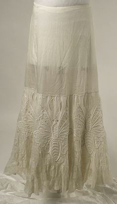 Petticoat Date: early Culture: American Medium: cotton, silk Dimensions: Length at CB: 39 in. cm) Credit Line: Gift of Mrs. Edgar L. Vintage Underwear, Vintage Lingerie, Antique Clothing, Historical Clothing, Edwardian Fashion, Vintage Fashion, Edwardian Dress, Vintage Dresses, Vintage Outfits