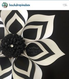 Modern look to paper flowers by Backdropinabox! - Modern look to paper flowers by Backdropinabox! Modern look to paper flowers by Backdropinabox! Large Paper Flowers, Tissue Paper Flowers, Paper Flower Backdrop, Giant Paper Flowers, Large Flowers, Fabric Flowers, Diy Paper, Paper Crafts, Diy Fleur