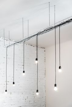 Imagen 4 de 21 de la galería de Strict Elegance / batlab architects. Fotografía de Norbert Juhász