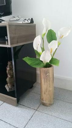 Que tal você está caminhando na praia e ver aquele toco de bambu e imaginar algo nele! Olha só que lindo que fica pra você decorar um cantinho de sua casa simples e super charmoso. Use flores de sua preferência e use um verniz para deixar o bambu com aquele brilho🍃💫 #sustentabilidade #amei #idéiaslegais #bambu #flores #decorarsuacasa