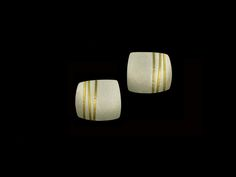 Thomas McGurrin: Earrings, square, bamboo motif, fine silver, 22k gold