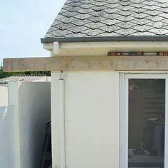 Mettre en place une muralière. Membrane Epdm, Garage Doors, Shed, Place, Construction, Outdoor Structures, Cool Stuff, Outdoor Decor, Home Decor