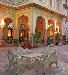 Hotel Narain Niwas Palace | visit the boutique, Hot Pink, nested in the gardens of this hotel