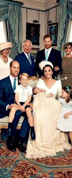 ❈Téa Tosh❈ Excited big brother and sister Prince George and Princess Charlotte summed the family's joy as they posed for the official photos #teatosh