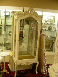 183: FRENCH STYLE WHITE GOLD CURIO CABINET : Lot 183