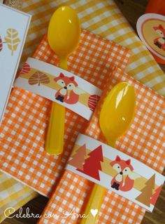 Fox napkins and spoon Homemade Baby Shower Favors, Baby Shower Candle Favors, Unique Baby Shower Favors, Boy Baby Shower Themes, Baby Shower Fall, Baby Boy Shower, Forest Party, Woodland Party, Kids Birthday Themes