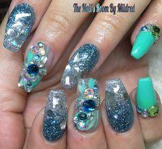 Mint color & lots of glitter!!! #thenailsroom #uñas #uñasacrilicas #uñasdecoradas #nails #nailart #nailswag #notpolish #nailprodigy #nailart #nailaddict #glitternails #prettynails #crystals #swarovskinails #coffinnails #mediumnails #sparkles #mintgreen #youngnailsinc #youngnailsacrylic