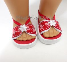 American Girl 18 dolls sandals red and white flowers American Girl Doll Shoes, American Girl Accessories, American Girl Crafts, American Doll Clothes, Ag Doll Clothes, American Girls, Doll Accessories, Doll Shoe Patterns, Dress Patterns