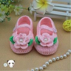 Pink Crochet Baby Booties baby shoes lovely baby girl booties Crochet flowers and green leaf baby shoes 016 Crochet Baby Clothes, Crochet Baby Shoes, Newborn Crochet, Crochet Bebe, Crochet For Kids, Knit Crochet, Baby Sandals, Baby Booties, Booties Crochet