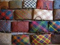 Ngā kete matauranga o te taiao ako Flax Weaving, Loom Weaving, Basket Weaving, Woven Baskets, Maori Patterns, Traditional Baskets, Maori Designs, Bamboo Art, Maori Art