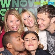 julieplec - Twitter | Love this pic from comic-com. #theOriginals minus Gillies who was shoved out to my right. pic.twitter.com/uy03OXdTr0