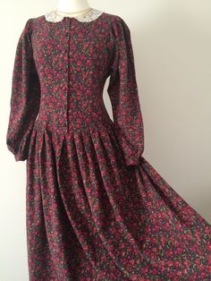 Vintage laura ashley red floral cotton wool lace collar autumn dress – Melissa Dowler – Join the world of pin Muslim Fashion, Modest Fashion, Hijab Fashion, Fashion Dresses, Fashion Shoes, Fall Dresses, Cotton Dresses, Casual Dresses, Vintage Dresses