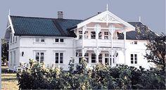 Sveitserhus 1840-1920 Norwegian House, Norwegian Style, Beautiful Dream, Beautiful Homes, Dream Garden, Home Fashion, Old Houses, My Dream Home, Townhouse
