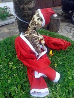 Cazuza: Esqueleto vestido de Papai Noel mobiliza polícia e...