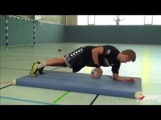 The condition for playing competitive Team-Handball is a full body stabilization. By doing these easy exercises regularly you will move forward very soon! Basketball Tricks, Basketball Workouts, Basketball Skills, Basketball Court, Easy Workouts, At Home Workouts, Physical Education Activities, Basketball Scoreboard, Yoga Pilates