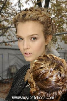 Peinado de novia con corona de trenzas francesas