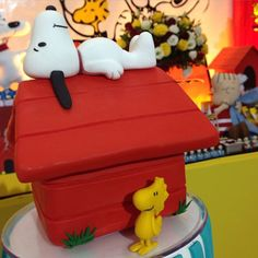 É esse topinho de bolo hein?  #festasnoopy #festademenino #festainfantil #snoopy #marikotafestas #tatianaandrade