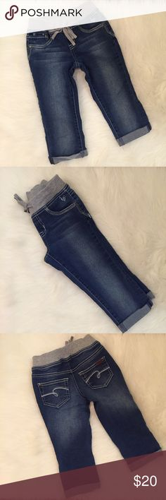Justice Knit Waist Roll Hem Capri 7R NWOT Brand new without tags. Tag fell off but these have never been worn and have no flaws. Stretch denim. Pull on. Low rise. No trades. Please use offer tab when making offers. Bundle for 15% discount off 3+ items. Justice Bottoms Jeans