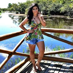 Diário da Moda: Look do dia: Bata com Estampa Tropical + gladiadora + look tropical + look praia + look espojado + look verão + praia o forte + tropical print