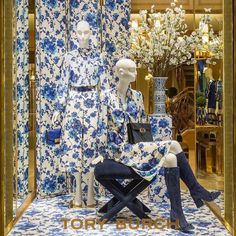 Going global🌎Great to see our flowers in New York at Tory Burch! Thank you for choosing us @toryburch #toryburch #fashion #fashionflowers #fashiondesigner #lovefashion #newyork #newyorkfashion #lovenyc #blossom #designerclothes #luxuryflowers #ladiesfashion #shopwindow #windowdisplay #windowdesign #visualmerchandising