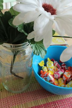 Goo gone homemade - oil and baking powder and reuse! Goo Gone, Organising, Reuse, Powder, Organization, Homemade, Table Decorations, Baking, Tips