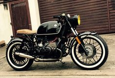 a very classic looking BMW Cafe Racer. the tyres! Bmw Cafe Racer, Cafe Racers, Moto Cafe, Cafe Bike, Cafe Racer Motorcycle, Motorcycle Leather, Motorcycle Gear, Motos Vintage, Bmw Vintage