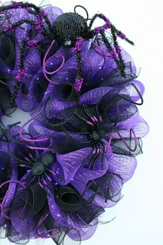 Halloween Wreath Lighted Mesh Halloween Wreath #halloween #wreath #decor www.loveitsomuch.com
