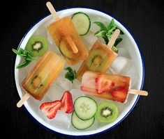 Pimm's Cup Popsicles - a classic British summer (or anytime) garden party drink transformed into a deliciously boozy, very adult treat! {So pretty! Healthy Popsicle Recipes, Homemade Popsicles, Peach Popsicles, Healthy Popsicles, Summer Bbq, Summer Fresh, Summer Snacks, Summer Treats, Gourmet