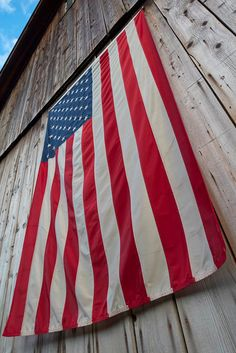 Bethel Red, White, and Blue - The American Flag hangs proudly on a Vermont Barn just east of Bethel along the White River in Vermont. I Love America, God Bless America, Buy Life Insurance Online, Us Flags, Food Flags, Patriotic Pictures, Star Spangled Banner, Let Freedom Ring, Home Of The Brave