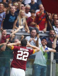 Le superbe lob de Mattia Destro à 40 mètres du but de Cagliari vs Roma (vidéo) - http://www.actusports.fr/119583/superbe-lob-mattia-destro-40-metres-du-but-cagliari-vs-roma-video/