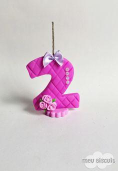 Mini vela 2 anos Rosa Pink personalizada em biscuit  Mini vela com pavio mágico